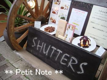 SHUTTERS 店外